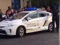 В Днепре толпа забросала яйцами полицейский автомобиль