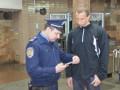 В Харькове повестки в армию вручают прямо в метро