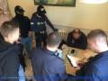 В Днепре группа рекетиров выдавала себя за правоохранителей