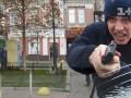 В Киеве патрульный сломал руку женщине и разбил пистолетом машину - СМИ