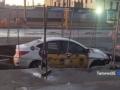 В Харькове в районе рынка такси ушло под землю