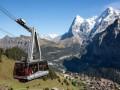 С фуникулера в Швейцарии сняли 400 человек вертолетами