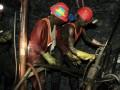 В ЮАР бастующие шахтеры забросали камнями министра спорта