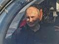 День в фото: Путин в батискафе и Барби с тараканами