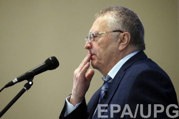 Во время небольшого интервью лидер ЛДПР также вел себя непристойно, распуская руки