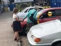 Самая старшая мама Украины просит милостыню на улицах Чернигова вместе с дочкой