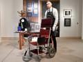 Кресло Стивена Хокинга продали на аукционе почти за $400 тысяч