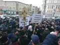 В Виннице священники УПЦ МП пришли под ОГА с плакатами