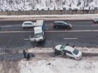 В Киеве произошло лобовое столкновение авто: трое пострадавших