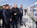 Зеленский проинспектировал сооружение первой бетонной дороги