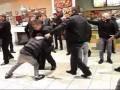 Озверевшая охрана: за что украинцев бьют в магазинах (ВИДЕО)