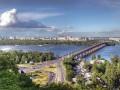 На мост Патона вышли протестующие: Киевляне требуют прекратить загрязнение Днепра