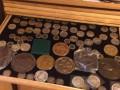 У одесского таможенника нашли склад картин и коллекцию старинных монет