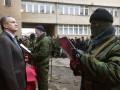 Вооруженные люди вывозят дизельное топливо с симферопольской базы хранения