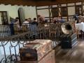 """""""Велюр по-днепровски"""": в ресторане Днепра """"засветились"""" несколько """"слуг"""""""