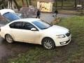 Побег от полиции: во Львове главврач на Skoda растрощил парковую зону