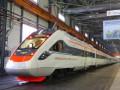 На Харьковщине поезд не успел затормозить и сбил женщину насмерть