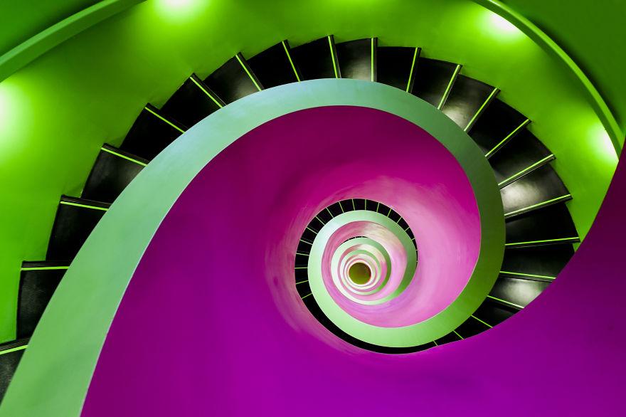 Фотограф снимает удивительные лестницы Германии