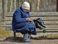 Уровень зарплаты для расчета пенсий в Украине снизился: Детали