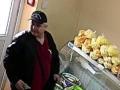 В Киеве засняли ловкого мошенника с пачками денег