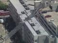 В США на пятиэтажный дом упал кран