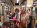 В метро Киева женщина с метлой призывала не верить в коронавирус