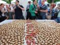 В Виннице создали огромный бутерброд с салом в форме карты области