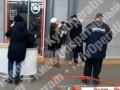 Нарушила карантин: в столичном супермаркете охранник ударил женщину