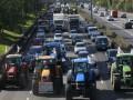 Трактористы заблокировали подъезды к Парижу