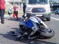 В Киеве мотоцикл на скорости врезался в троллейбус
