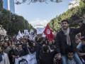 Безработные Туниса штурмовали здание правительства