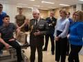 Первая леди встретилась с ранеными военными в Брюсселе