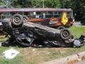 В Пуще-Водице в Киеве трамвай протаранил авто