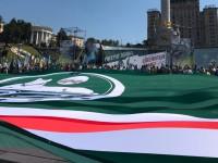 На Майдане развернули гигантский флаг Ичкерии