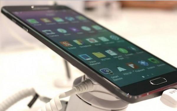 Толщина  Galaxy A7 составляет 6,3 мм