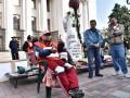 Валютные заемщики объявили голодовку под стенами Рады