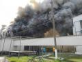 В Киевской области горит птицефабрика: огонь охватил 15 тысяч кв. м.