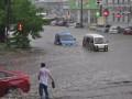 Мощный ливень в Днепропетровске превратил дороги в реку