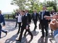 Зеленский пришел на Банковую пешком в компании Разумкова