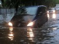 Ливень в Черкассах: спасатели вылавливали авто из воды
