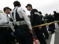 В Японии преступник с ножом удерживает в банке заложников и требует отставки правительства