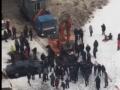 В Москве протестующих против стройки дороги разгоняли экскаватором