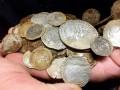 В Северной Ирландии искали кольцо, а нашли крупный клад золотых монет