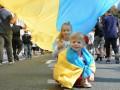 По центру Киева пронесли рекордно большой флаг Украины