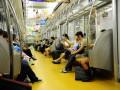 В Японии поезд метро сошел с рельсов