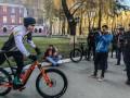 Кличко приехал голосовать на велосипеде