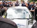 Под Кабмином Porsche въехал в толпу протестующих