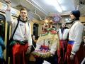 В харьковском метро на Рождество спели колядки