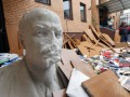Погром и разбитый Ленин: как выглядит офис Компартии после пожара