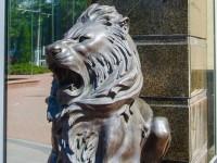 В Одессе у входа в университет украли скульптуры львов